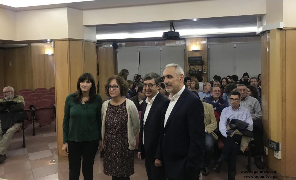 ENTREGA DE FIRMAS DE APOYO A LOS JEFES DE SERVICIO DE A.P. DIMITIDOS EN VIGO EN EL REGISTRO CIVIL DE OURENSE